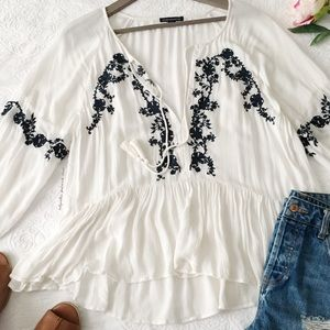 AEO NWOT Billowy White Blouse w/Blue Embroidery